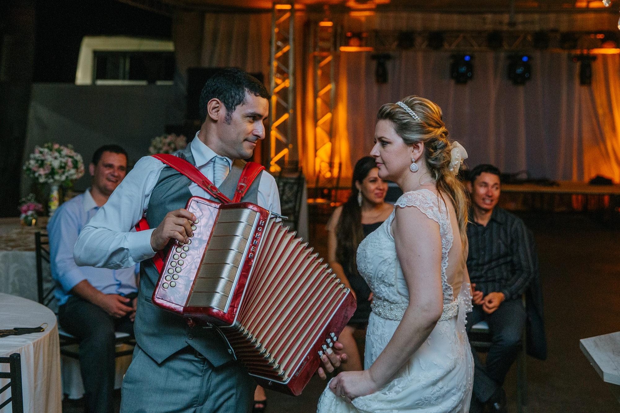 Fabio e Gisele - Casamento em Mundo Novo - MS por Lorran Souza e Léia Sotile - fotografo de casamentos - 00045